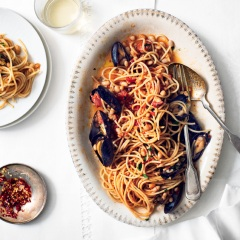 Spaghetti with Mussels & White Beans